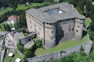 Compiano: paesaggio e castello – Opere di restauro